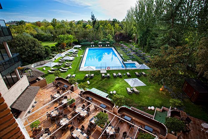 Terraza y piscina para organizar eventos en Barceló Cáceres V Centenario