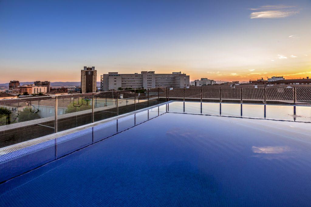 Reuniones de empresa en granada en hotel allegro granada for Hoteles en granada con piscina climatizada